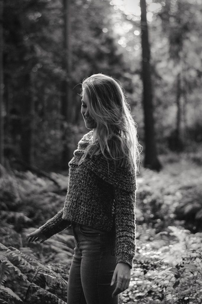 Fotoserie: » Ein Wald-Photoshooting. « Jonas Hartz Photography Gütersloh Peoplefotografie OWL Bild 2